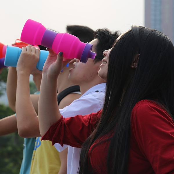 BPA free outdoor foldable water bottle,soft silicone and rubber.